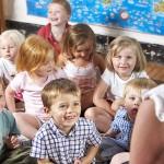 zadowolone dzieci w Tęczowej Krainie